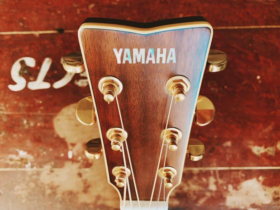 Yamaha LL16M acoustic guitar headstock